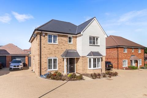 4 bedroom detached house for sale - Caffyn Place, Horsham