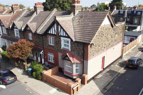 2 bedroom end of terrace house for sale - Percival Road, Enfield