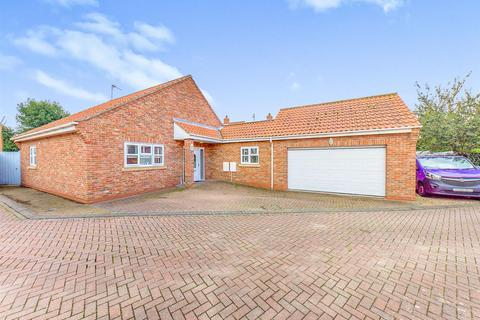 3 bedroom detached bungalow for sale - Blenheim Walk, Brandesburton, Driffield