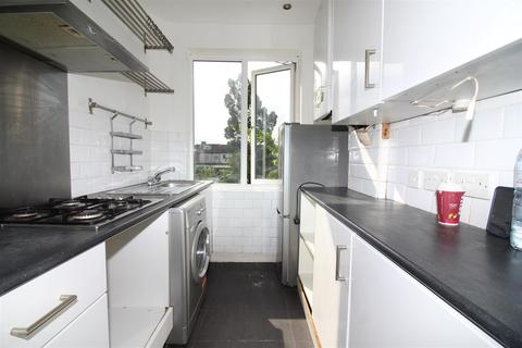 2 bedroom maisonette to rent - Bowood Road, Enfield