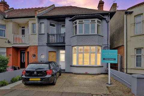 2 bedroom apartment for sale - Cranley Road, Westcliff-on-Sea, Essex, SS0