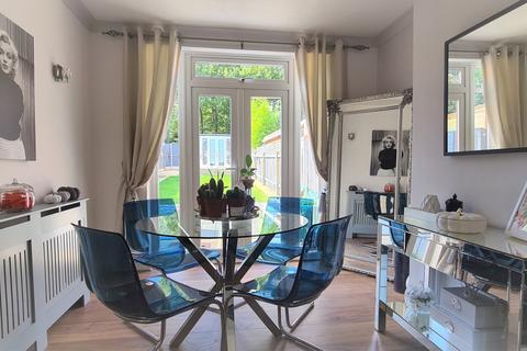 4 bedroom terraced house for sale - Woodfield Drive, East Barnet, EN4