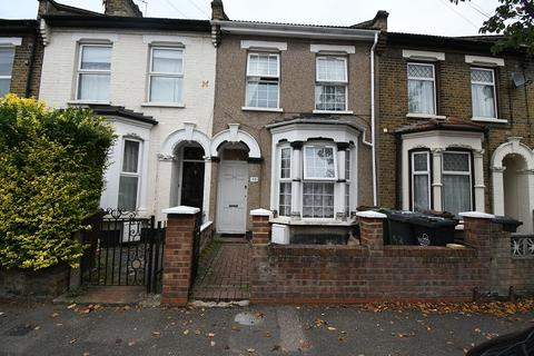 4 bedroom flat to rent - Leslie Road, London, Greater London. E11