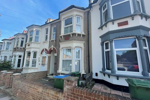 1 bedroom in a house share to rent - Inverine Road, Charlton, SE7