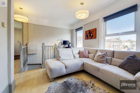 2 bedroom flat to rent - Ingatestone Road,  London, SE25