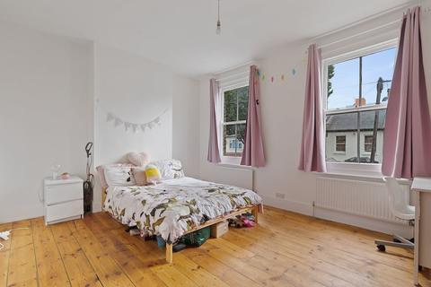 4 bedroom terraced house to rent - Geere Road, London