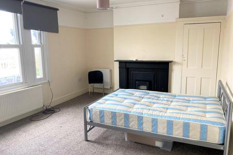 3 bedroom flat to rent - Ewell Road, Surbiton