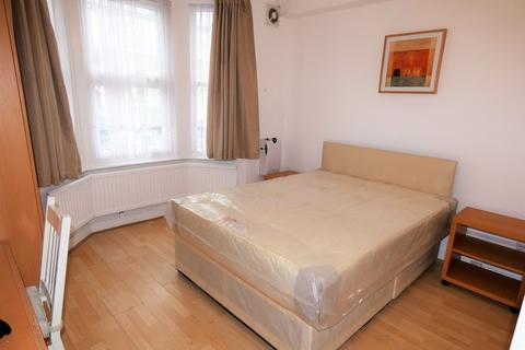 1 bedroom in a house share to rent - Clare Road, Hounslow