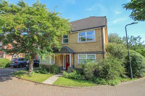 4 bedroom detached house for sale - Bourne Close, Thames Ditton
