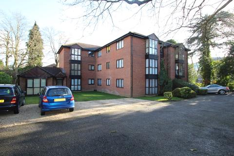 1 bedroom ground floor flat to rent - Station Avenue, Walton-on-Thames, KT12