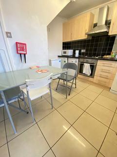 5 bedroom flat to rent - Geffrye Court, Geffrye Estate, London N1