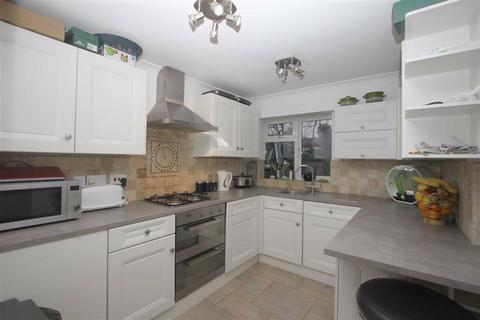 1 bedroom in a house share to rent - Stanley Road, Southend On Sea, Essex