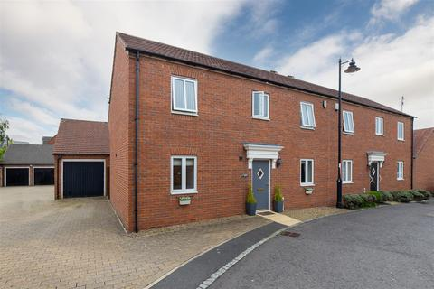 3 bedroom end of terrace house for sale - Chipchase Mews, Great Park, Newcastle Upon Tyne