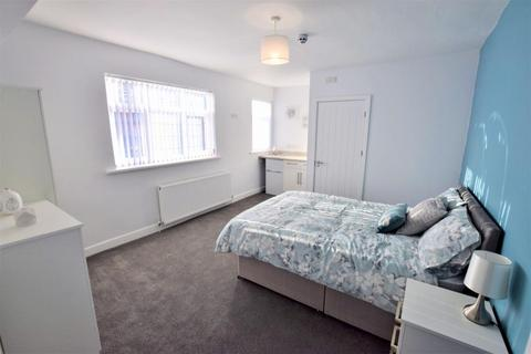 Studio to rent - Room 5 Wheat Street, Nuneaton Warwickshire CV11 4BH - BILLS INC ENSUITE ROOM