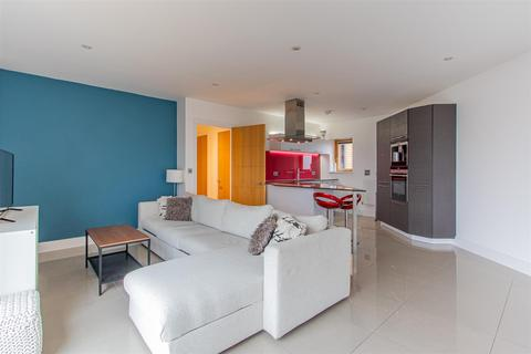 2 bedroom flat for sale - Empire Way, Cardiff Bay
