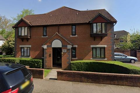 Studio to rent - Swan Drive, Colindale