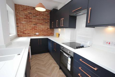 3 bedroom terraced house to rent - West Street, Stalybridge