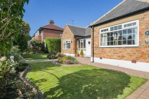 2 bedroom detached bungalow for sale - Glenholme Road, Farsley, LS28