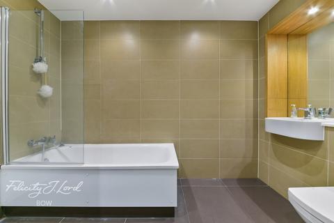 3 bedroom flat for sale - High Street, London