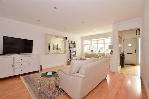 3 bedroom end of terrace house for sale - Copper Beech Close, Clayhall, London