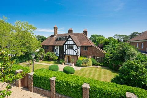 5 bedroom detached house for sale - Sandown Road, Esher, Surrey, KT10