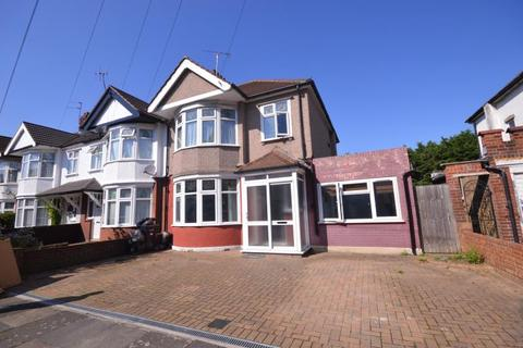 5 bedroom terraced house to rent - Royeston Gardens, Ilford, IG1