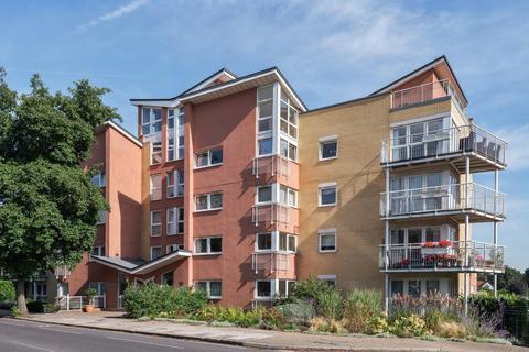 2 bedroom flat for sale - Twickenham Road, Teddington, TW11