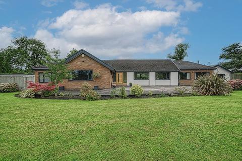 4 bedroom detached bungalow for sale - Mannings Lane North, Hoole