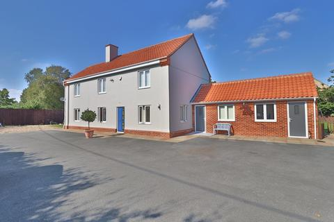 5 bedroom detached house for sale - High Road, Roydon, Diss