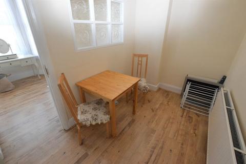 2 bedroom apartment to rent - Morland Road, Croydon