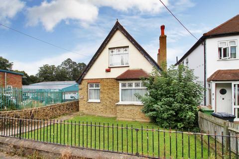 3 bedroom detached house for sale - Main Road, Sutton At Hone, Dartford, DA4