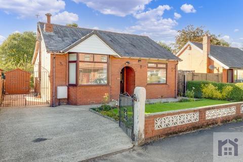 3 bedroom detached bungalow for sale - Park Road, Coppull, PR7 5AH