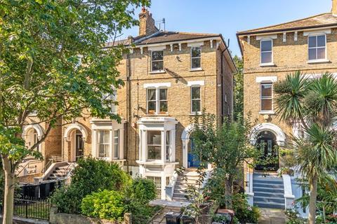 3 bedroom apartment for sale - Navarino Road, London