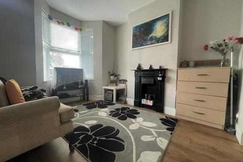2 bedroom terraced house to rent - Hartville Road, London