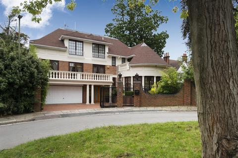 5 bedroom detached house for sale - Byron Drive, N2