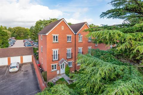 4 bedroom semi-detached house for sale - Lister Close, St Leonards