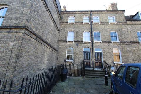 1 bedroom flat to rent - The Terrace Rochester Kent
