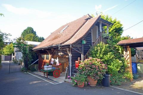 Barn conversion to rent - Kevins Drive, Yateley