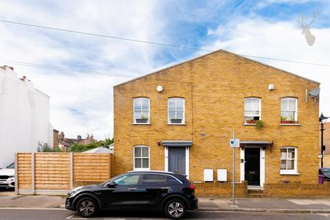 2 bedroom terraced house for sale - Lyal Road, London