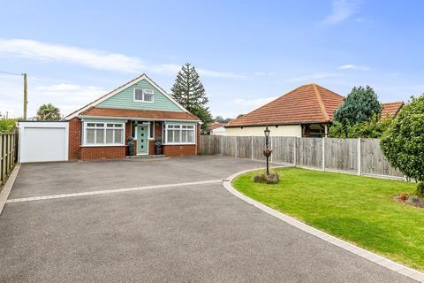 5 bedroom detached bungalow for sale - Lancaster Avenue, Capel-le-Ferne, Folkestone, CT18