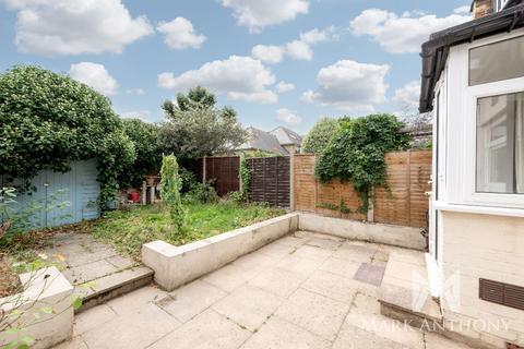 2 bedroom flat for sale - Lea Road, Enfield