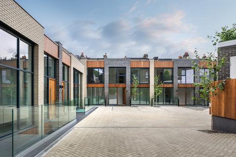 4 bedroom semi-detached house for sale - Filmer Road, London