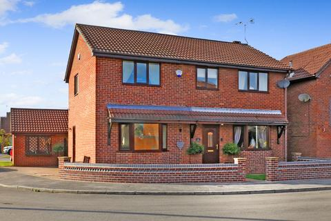 4 bedroom detached house for sale - Lowfield Close, Barnby Dun, Doncaster, DN3