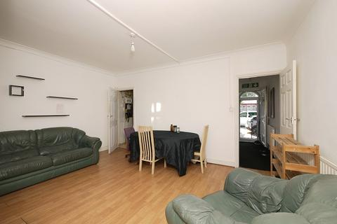 4 bedroom terraced house to rent - Fawn Road, London, Greater London. E13 9BL