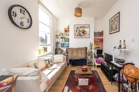 2 bedroom flat for sale - Queens Crescent, London