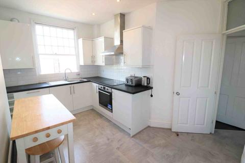 3 bedroom flat to rent - Sydenham Road, London