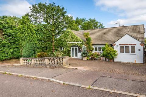 4 bedroom detached bungalow for sale - Catsey Woods, Bushey
