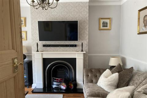 3 bedroom end of terrace house for sale - Albemarle Gardens, Ilford, Essex