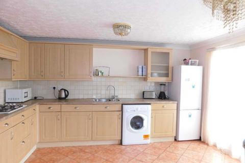 4 bedroom townhouse to rent - St. Andrews Close, Thamesmead