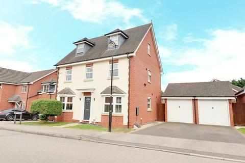 5 bedroom detached house for sale - Swift Close, Northampton